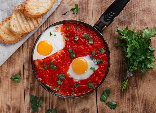 Шакшука: рецепт восточной яичницы с помидорами