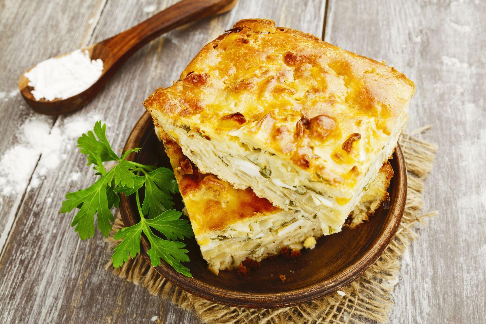 «Ленивый» пирог с капустой и сыром