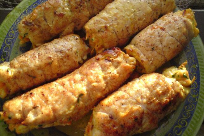Куриные рулеты с морковно-сырной начинкой