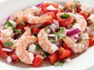 Лёгкий салат с креветками к ужину