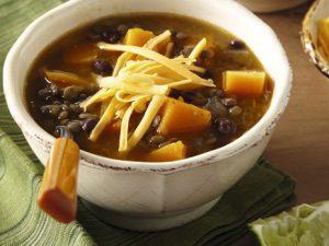 Пикантный суп с чечевицей и фасолью