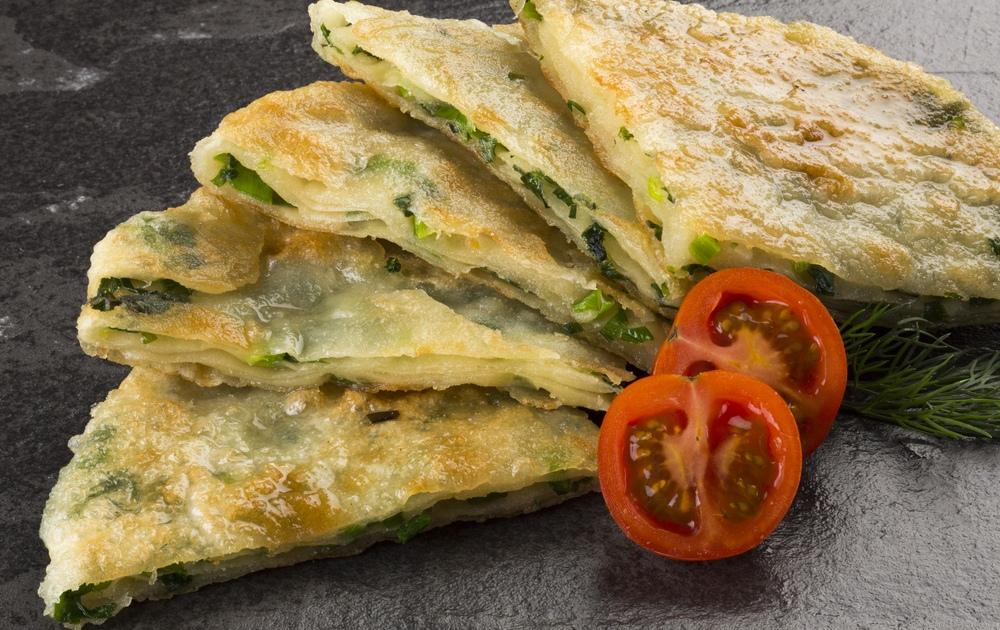 Кутабы с зеленью и пироги со шпинатом и брокколи
