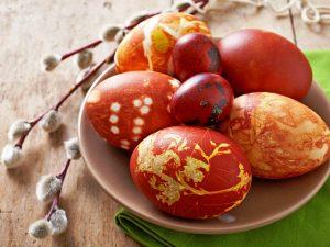 Как и когда правильно красить яйца на Пасху