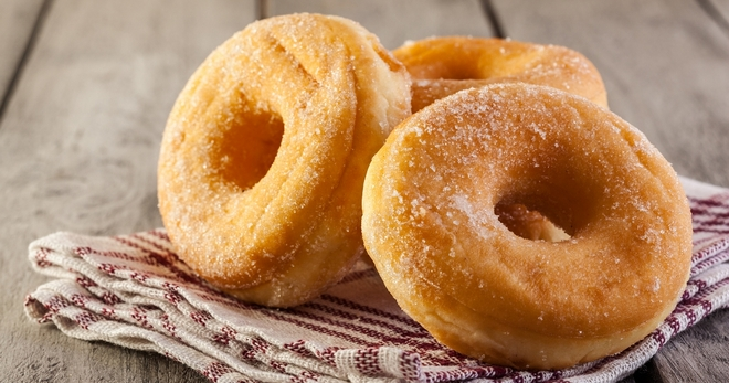 Пышные пончики на кефире — аппетитное лакомство для всей семьи