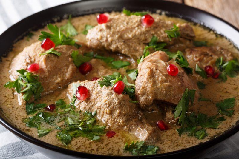 Готовим сочную и ароматную курицу чкмерули