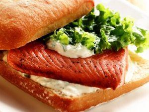 Бутерброды с сыром и вареной семгой