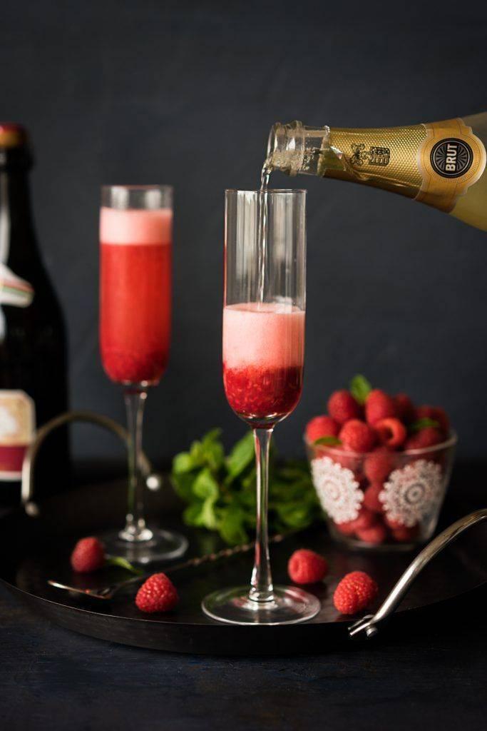 Коктейль с красным вином и клубникой