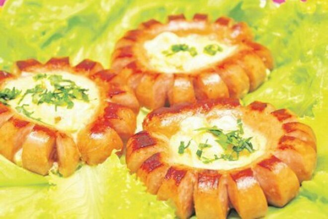 Яйцо в сосиске к завтраку