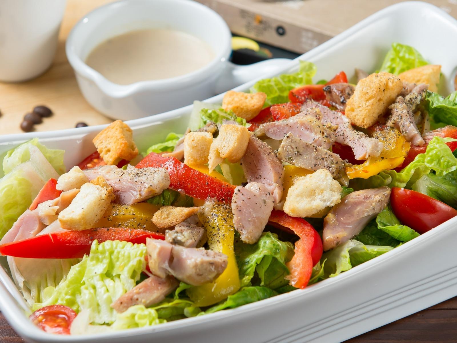Салат из курицы с овощами без майонеза