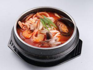 "Азиатскимй суп ""Кимчи Рамен"""