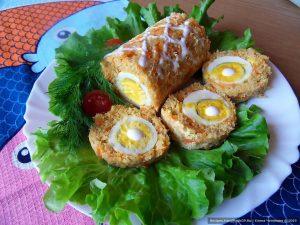 Рулет с луком и яйцом