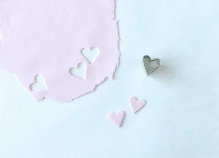 Сладкие сердечки из мастики