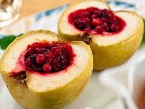 Яблоки запечённые со смородиной
